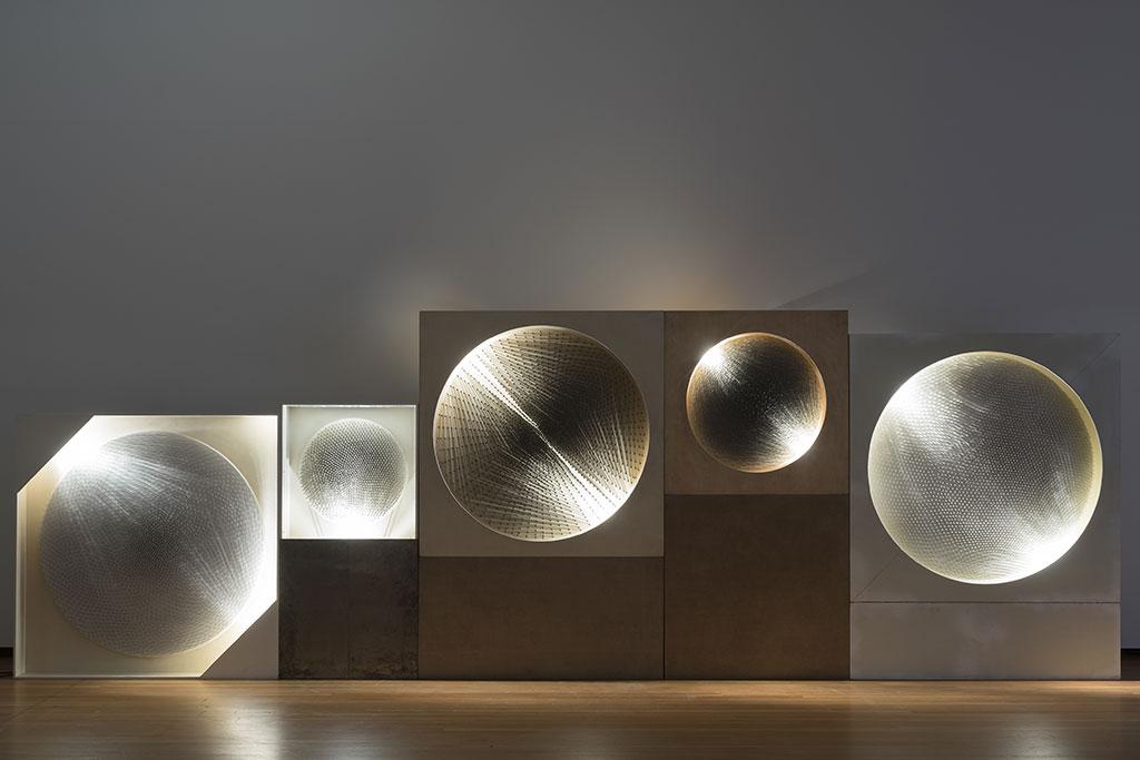 Günther Uecker (1930 -) Kozmik Hayal/Işıkdiski, 1964-81 Ahşap üzerindeki kanvasa çakılmış çiviler, sprey, elektrik motoru, ışıldak Çeşitli boyutlar Özel