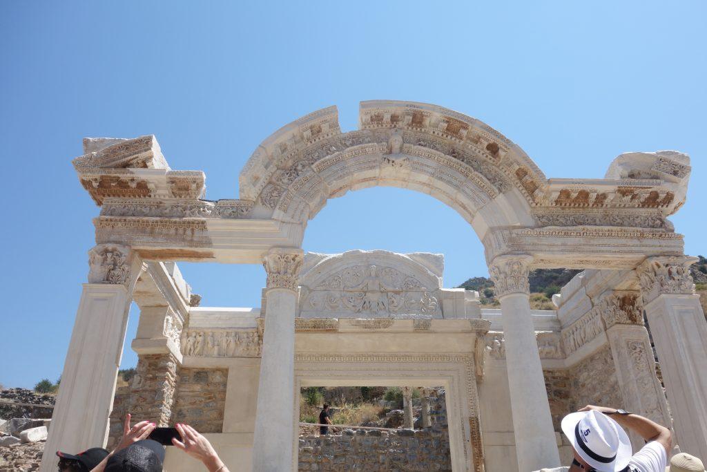 Hadrianus Tapınağı
