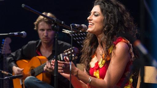 İsrailli sanatçı, birçok şarkısıyla müzikseverlerin beğenisini topladı.
