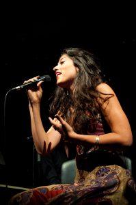 Mor Karbasi, etnik müzik ve flamengonun en iyi örneklerinden birisidir.