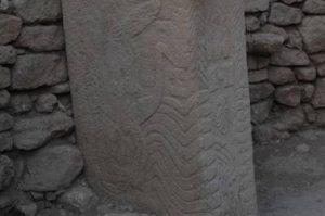 Resim 2: Göbekli Tepe yılan kabartması