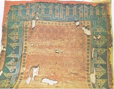XIII. yüzyıl. Selçuklu Halısı. Konya'da Alâeddin Camiinde bulunmuştur.