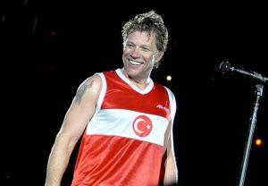 Bon Jovi, Türkiye'de verdiği konserler hayranlarının gönüllerinde taht kurmuştu.