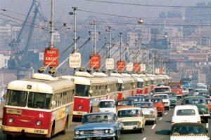 Elektrikle çalışan otobüsler.