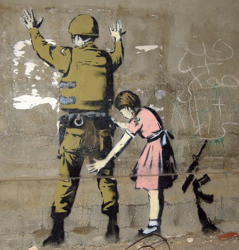 Banksy, bir sokak sanatçısı olarak grafitilerini 1990'lardan beri başta İngiltere olmak üzere birçok ülkede çiziyor.