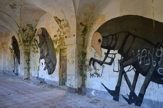 NeSpoon lakaplı graffiti sanatçısının İtalya'da Grottaglie Manastırı'nda yapmış olduğu bir çalışma.