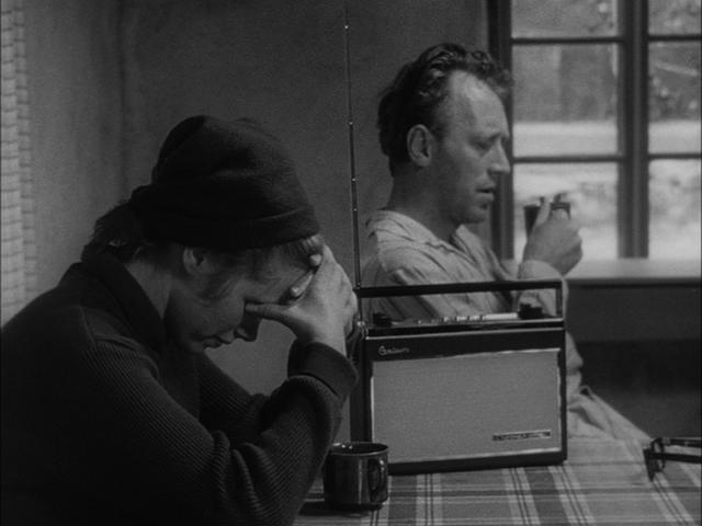 Film belirsiz bir zamanda ve isimsiz bir ülkede geçmektedir. Eleştirmenlerin fikir birliğine vardıkları görüş filmin 2. dünya savaşında bir Avrupa ülkesinde geçtiğidir.