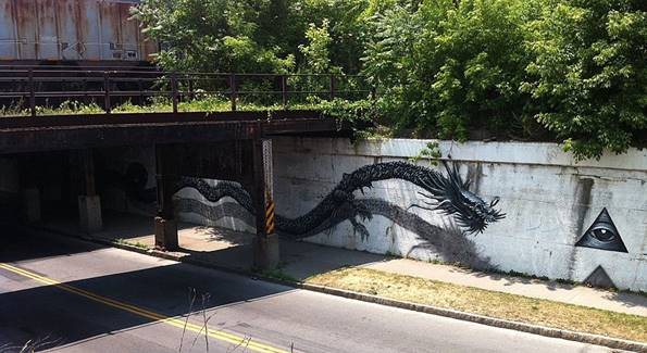 DALeast adlı sokak graffiti sanatçısının yapmış olduğu uzak doğu figürlü bir başka çalışma.