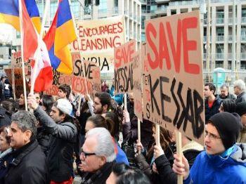 Ermeni lobileri ve Ermeni Diasporası konuyu siyasal zemine çekebilmek için ABD ve Fransa başta olmak üzere birçok ülkenin parlamentosuna taşımaktadır.