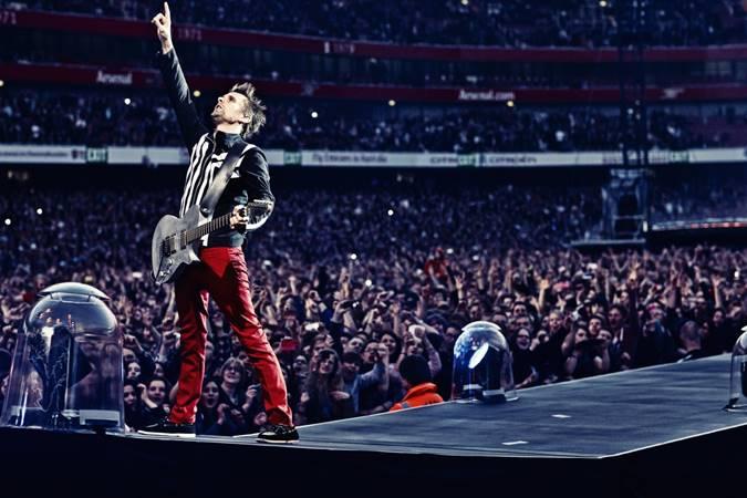 Matthew Bellamy, rock grubu Muse'un solisti, gitaristi ve piyanistidir.