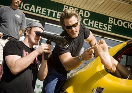 Bir ayak fetişisti olan Tarantino, bunu filmlerinde kullanmakta sakınca görmez.