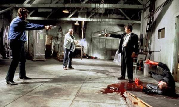 """Rezervuar Köpkeleri'ndeki çatışma sahnesi. """"Eddie Cabot (Chris Penn), Joe Cabot (Lawrence Tierney) ve Mr. Orange (Tim Roth)"""""""
