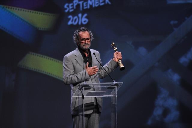 Menderes Samancılar Babamın Kanatları filmindeki performansıyla En İyi Erkek Oyuncu Ödülü'nü aldı.