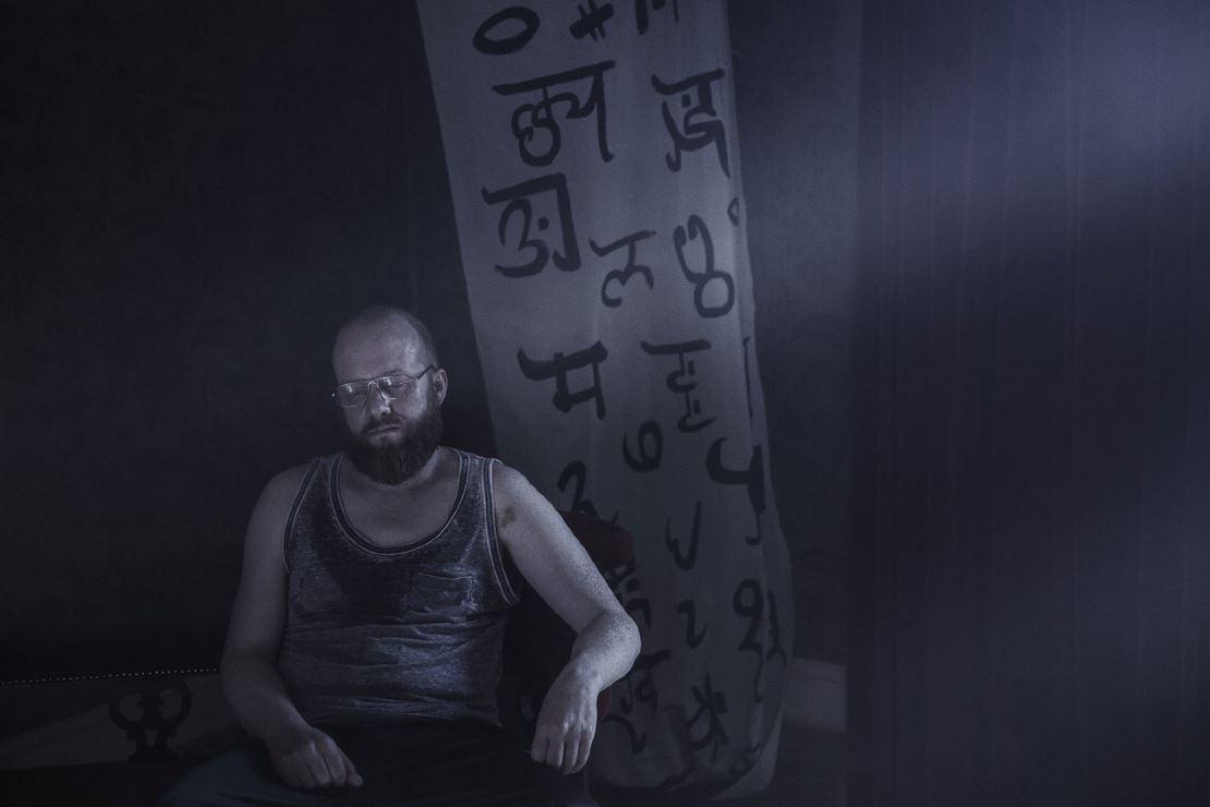 Kendisinin yazıp yönettiği kısa filmlerinden sonra, İrlandalı yönetmen Liam Gavin, ilk uzun metrajlı filmi olan A Dark Song...