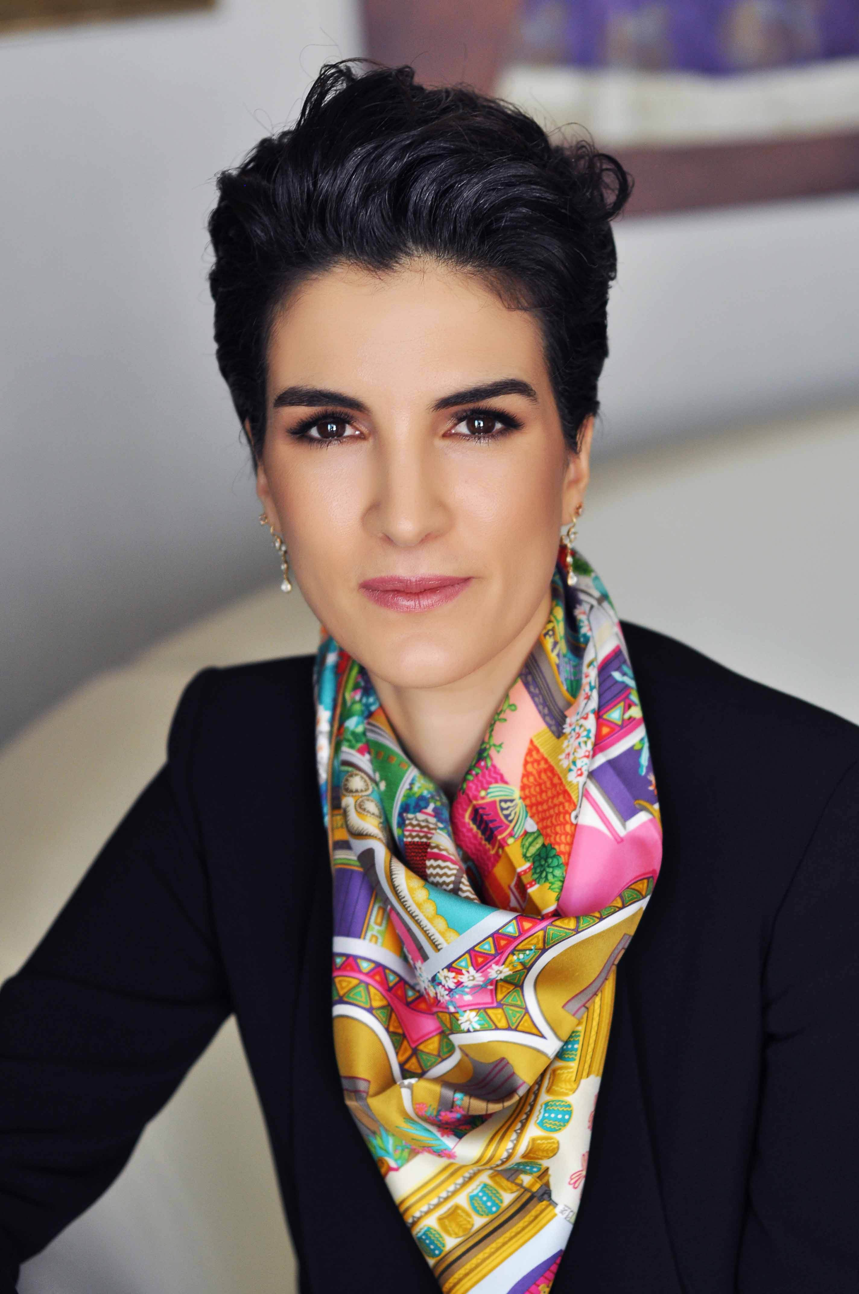 KEV Başkanı & Kitabın Yazarı Zeynep K. Yaykıran_