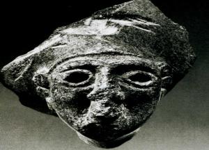 Diskus başlıklı kadın heykel başı