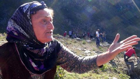 """Karadeniz'in bağrını delip geçen """"Yeşil Yol""""a karşı en büyük direnişi gösteren yiğit Karadeniz kadınlarıdır. Umudun da direnişin de sembolü onlardır."""
