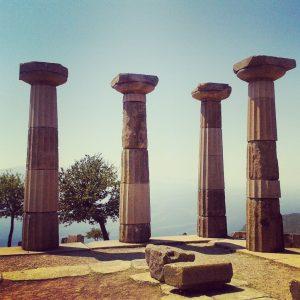 Antik dönemlere ait tapınak sütunları