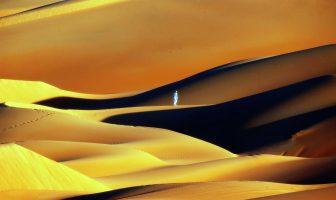 SARI ÇİZGİNİN ÖTESİNDE / Boşluktaki Kum Tanesi