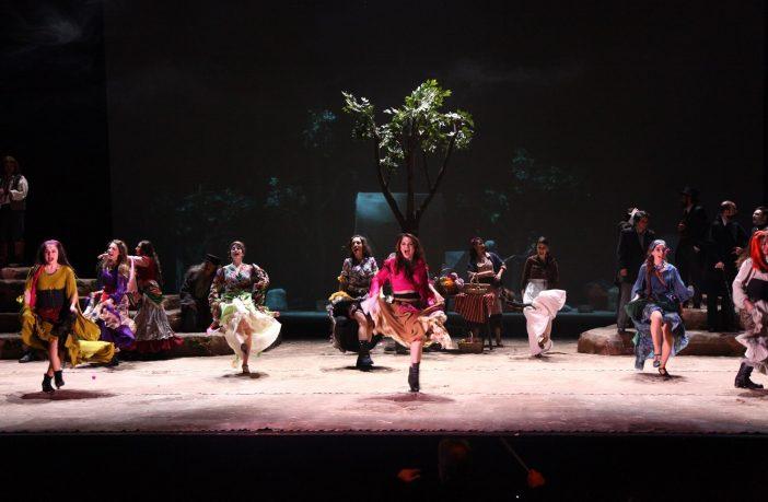 Çingeler Gökyüzünde Yaşar / Tiyatro